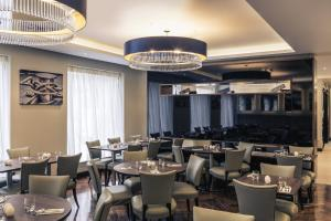 A restaurant or other place to eat at Mercure Edinburgh Haymarket