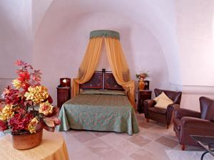 A bed or beds in a room at Hotel Masseria Tutosa