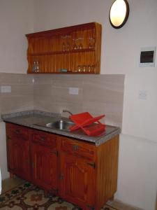 A kitchen or kitchenette at Number 20