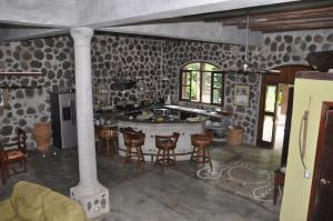 A restaurant or other place to eat at Casa Cangrejal B&B Hotel