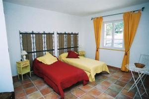 A bed or beds in a room at Le Mas de Bel Air