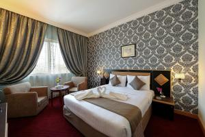 A bed or beds in a room at Jonrad Hotel