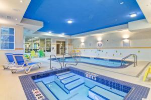 The swimming pool at or close to Fairfield Inn & Suites by Marriott Kamloops