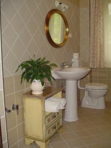 A bathroom at Villa Toscana