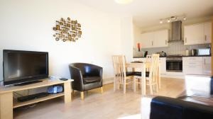 A television and/or entertainment centre at Crompton Court Apartments