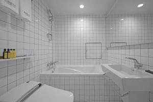 クレト ホテル ミョンドンにあるバスルーム