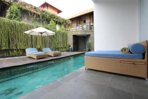 The swimming pool at or close to Ossotel Legian