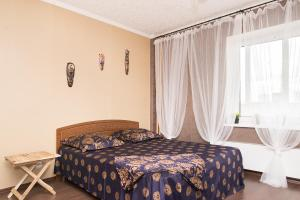 """A bed or beds in a room at """"SelyVseh"""" at Aviatsionnaya"""