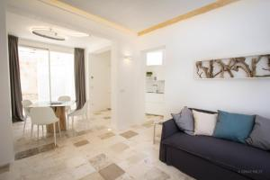 A seating area at Calaporto-Holiday Home & Relax