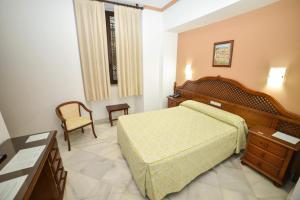 A bed or beds in a room at Los Omeyas