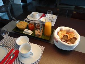 Options de petit-déjeuner proposées aux clients de l'établissement La Canopėe 19