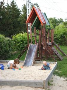 Children staying at Borbarátok Panzió