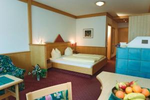 Ein Bett oder Betten in einem Zimmer der Unterkunft Gasthof Pitztaler Hof