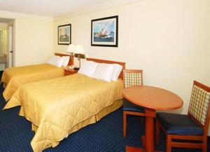 A bed or beds in a room at Hatteras Island Inn