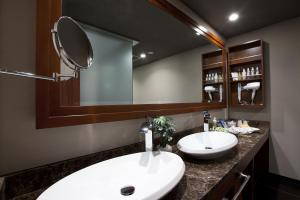 A bathroom at Hotel Alfa Kyoto