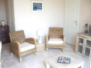 A seating area at Mas De Gorjan