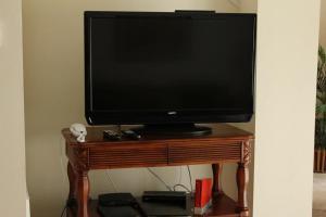 A television and/or entertainment centre at Bella Vida Resort 4534