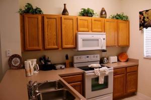 A kitchen or kitchenette at Bella Vida Resort 4534
