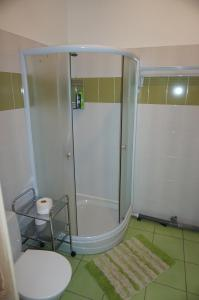 A bathroom at Holiday Apartment