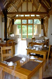 A restaurant or other place to eat at Sabine Barn B&B