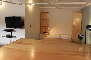 A bed or beds in a room at HUB223
