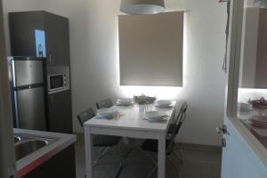 Área de jantar no hostel