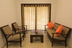 A seating area at Rajarata Hotel