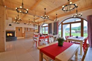 Restauracja lub miejsce do jedzenia w obiekcie Spiski Dworek