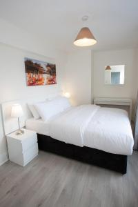 A bed or beds in a room at Temple Bar Essex Street Apartments
