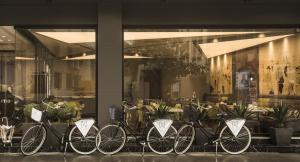 Um restaurante ou outro lugar para comer em Zeniva Hotel