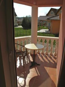 A balcony or terrace at Kehida Wellness Apartmanok