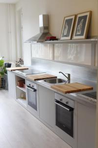Küche/Küchenzeile in der Unterkunft Re4Hostel