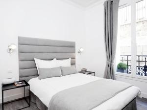 A bed or beds in a room at Luxury 2 Bedrooms Grands-Boulevards I by Livinparis