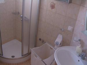 Ένα μπάνιο στο Argilily Studios