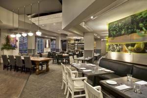 A restaurant or other place to eat at The Westin Trillium House, Blue Mountain