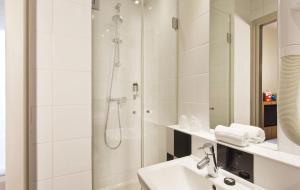 Libertel Gare Du Nord Suede tesisinde bir banyo