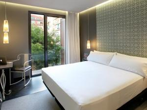 A bed or beds in a room at TWO Hotel Barcelona by Axel 4* Sup- Adults Only