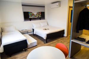 A bed or beds in a room at Ibis Styles Umuarama