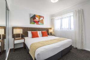 A bed or beds in a room at Quest Kelvin Grove