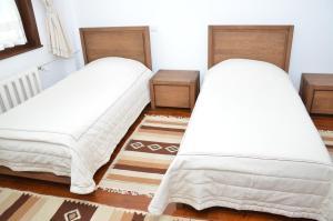 Un pat sau paturi într-o cameră la Casa de Oaspeți Sfântul Nicolae