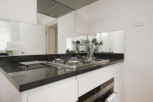 Ett kök eller pentry på SACO Marylebone - Gloucester Place