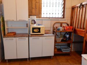 Cuisine ou kitchenette dans l'établissement Sarl Mayoume