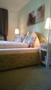 Ein Bett oder Betten in einem Zimmer der Unterkunft Gasthof Krisplwirt