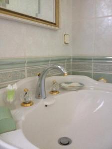 A bathroom at Chambres D'Hôtes Des 3 Rois