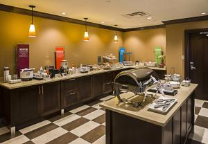 A restaurant or other place to eat at Hampton Inn by Hilton Ottawa Airport
