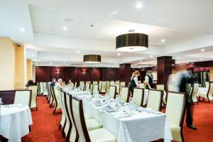 A restaurant or other place to eat at Arden Hotel And Leisure Club
