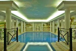 The swimming pool at or close to Hotel Dos Templarios