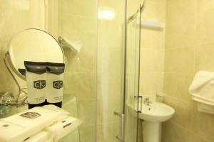 A bathroom at Eccles Townhouse