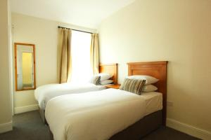 A bed or beds in a room at Eccles Townhouse