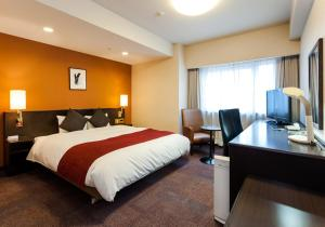A bed or beds in a room at Daiwa Roynet Hotel Mito